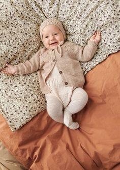 Oppskrifter - Baby - Strikke - Norsk - Sandnes Garn Butterfly Dress, Butterfly Pattern, Zig Zag Pattern, Knee Socks, 2 Colours, Knit Cardigan, Knit Crochet, Dinosaur Stuffed Animal, Tights