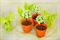 wielkanocne babeczki w kształcie wiosennych drzewek. Więcej na: www.pieceacake.pl