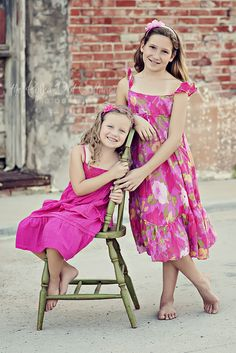 Cute Pose for Kaitlyn & Alli... The Polka Dot Cottage Photography