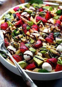 Strawberry Caprese Pasta with Balsamic Glaze - A simple homemade balsamic glaze tossed with fresh pasta. The perfect spring salad. Casserole Recipes, Soup Recipes, Salad Recipes, Lunch Recipes, Noodle Recipes, Vegetarian Recipes, Quinoa, Feta, Yogurt