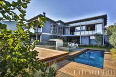 Our 10 best modern houses with picture-perfect views African House, Game Lodge, Design Fields, Wooden Decks, Flat Roof, Home Projects, Swimming Pools, Real Estate, Mansions