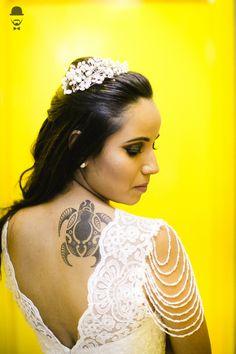 Casamento - Wedding - Rio de Janeiro - Niteroi - Raoní Aguiar Fotografia - Navy - Náutico - Noiva - Bride - Vestido - detalhe - Manga - Pérola - Tatuagem - Tartaruga - Tattoo - Turtle