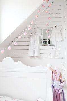 en blanco y detalles rosas...dulce