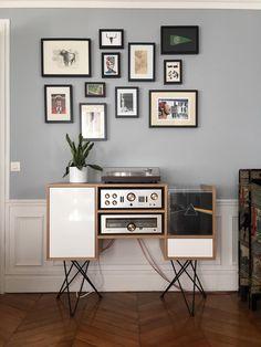 Une jolie réalisation de l'un de nos établisiens !  Un meuble hifi, moderne et fait-main. Home Living Room, Living Room Decor, Bedroom Decor, Table Furniture, Vintage Furniture, Audio Room, Consoles, Salon Interior Design, Vinyl Record Storage