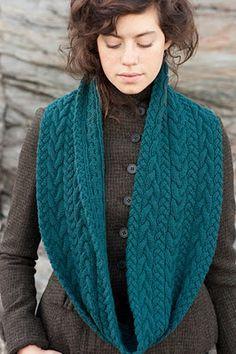 Maravillosa bufanda sin fin aqua con trenzas y cables