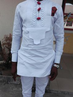 ankara stil This elegant outfit is handmade with love. The shirt is designed with high quality materials and also high tailoring standards. It is suitable for all kinds of occasion. African Wear Styles For Men, Ankara Styles For Men, African Shirts For Men, African Dresses Men, African Attire For Men, African Clothing For Men, African Suits, African Style, African Women