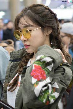 #티파니 #tiffany Tiffany Girls, Snsd Tiffany, Tiffany Hwang, Girls' Generation Tiffany, Girl's Generation, Snsd Fashion, Girl Fashion, Taeyeon Jessica, Famous Girls