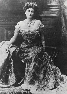 Lady Curzon 1909 in the famous peacock dress