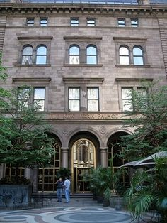 Gossip Girl Spots - See Locations Featured on the Gossip Girl SitesTour / Includes: New York Palace Hotel   Museum of the City of New York   Steps at the Metropolitan Museum of Art   Dylan's Candy Bar   Henri Bendel   Barrio Chino   Babycakes NYC   Cafe Habana   Tory Burch Shop