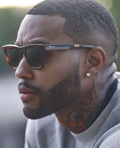 45 Dynamic Black Men Beard Styles 2019 - Fashiondioxide Do you need some inspiration to have that dynamic beard? If yes, then you are at the right place as we have these Dynamic Black Men Beard Styles Black Men Haircuts, Black Men Hairstyles, Men's Hairstyles, Black Men Beards, Handsome Black Men, Fine Black Men, Fine Men, Beard Styles For Men, Hair And Beard Styles