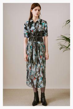 Shop Plus Button Front Shirred Waist Botanical Dress online. SHEIN offers Plus Button Front Shirred Waist Botanical Dress & more to fit your fashionable needs. Plus Size Robes, Dress Plus Size, Chiffon Maxi Dress, Floral Maxi Dress, Peplum Dress, Slit Dress, 1940s Dresses, Elegant Dresses, Fashion 2017