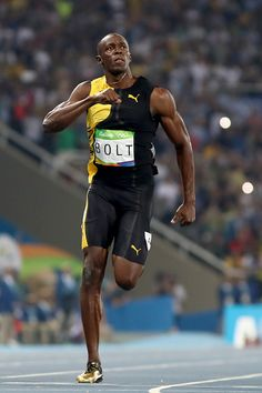 Usain Bolt of Jamaica celebrates as he wins the Mens final on Day 9 of the… Long Jump, High Jump, Usain Bolt Pose, Usain Bolt Running, Beast Workout, Rio 2016 Pictures, Triple Jump, Pole Vault, Track Workout