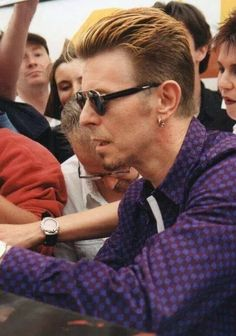 A collection of photos of the great man himself. None of the photos or gifs posted here belong to us, we only post them for your enjoyment! Rock And Roll, David Bowie Pictures, David Bowie Tribute, Bowie Starman, The Thin White Duke, Star Wars, Major Tom, Ziggy Stardust, Brixton