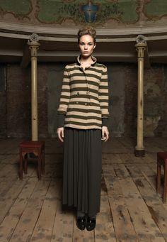 A wool cropped double-breast trench and a walnut jersey shirt (which doubles as a dress). www.alafois.it