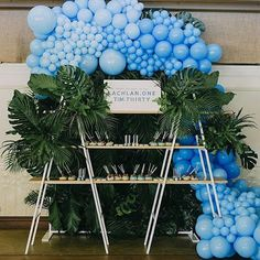 10 ideas para un candy Bar vertical Balloon Installation, Balloon Backdrop, Balloon Wall, Balloon Garland, Balloon Decorations, Birthday Decorations, Balloons Galore, Aloha Party, Tropical Party
