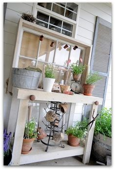 50 Best Potting Bench Ideas To Beautify Your Garden Potting bench from recycled window and pallet Outdoor Life, Outdoor Gardens, Outdoor Living, Outdoor Decor, Outdoor Rooms, Outdoor Projects, Garden Projects, Outdoor Crafts, Potting Station