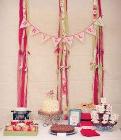 apple-of-my-eye-party-dessert-table