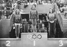 United States medal winning trio stand on the podium during the medals ceremony. Esner (silver), Vicky Draves (gold) and Z. Asian American, American Women, Olympic Diving, Diving Springboard, Women's Diving, Olympic Gold Medals, Mans World, Wedding Advice, Stand Tall