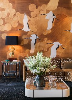Paper 'Namban' painted by Gournay, by the Portuguese duo Jacques Bec and Artur Miranda da Oitoemponto, from € per panel wide), photograph by Jérôme Galland 2017 Top Interior Designers, Interior Design Studio, Art Deco Design, Chinoiserie, De Gournay Wallpaper, Chinese Wallpaper, Tropical Interior, Bedroom Murals, Mid Century Decor