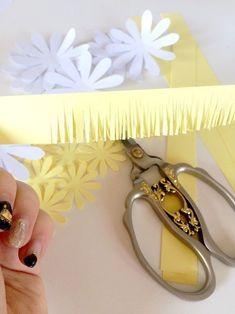 Margaréta papírból » Hobbibol.com 3d Paper Flowers, Daisy, How To Make, Gold, Jewelry, Jewellery Making, Daisy Flowers, Jewelery, Daisies