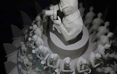 Thai artist O Witaya Junma has created a dizzying 3D printed zoetrope, serving as a postmodern homage to the late Thai King Bhumibol Adulyadej. Housed in Bangkok's new maker hotspot FabCafe, 'Pieces of Happiness' cleverly presents a digital re-incarnation of the zoetrope, but with a decidedly 3D printed flair.