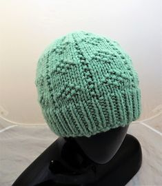 7dbf5ea3a35 This is a quick to knit hat made with chunky weight yarn with a relaxed fit