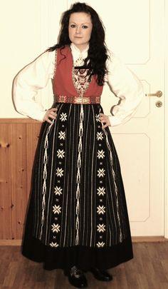 La fête nationale de la Norvège (Cornelia) Sunnhordlands All Things, Scandinavian, Trail, Folk, Victorian, Costumes, Dresses, Fashion, National Day Holiday
