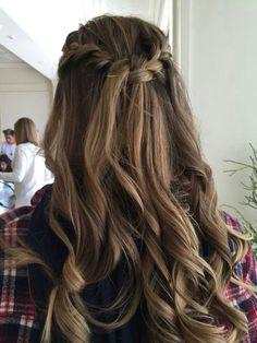 Pin by Carly Schnoor on Hair Quince Hairstyles, Formal Hairstyles, Pretty Hairstyles, Braided Hairstyles, Wedding Hairstyles, Updo Hairstyle, Curly Hair Styles, Medium Hair Styles, Pinterest Hair