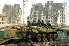 Russian army war in Chechnya Military Coup, Military Armor, Canadian Soldiers, Future Soldier, Military Pictures, War Photography, Military Equipment, Modern Warfare, Military History