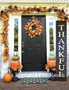 Outside Fall Decorations, Thanksgiving Decorations Outdoor, Outdoor Thanksgiving, Halloween Porch Decorations, Fall Decor Outdoor, Thanksgiving Mantle, Rustic Fall Decor, Outdoor Decorations, Thanksgiving Cards
