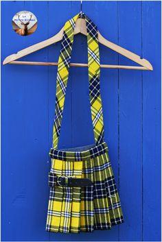 Sacs faits à la main de style écossais. Différents styles disponibles. Différents Styles, Tartan, Fashion Accessories, Boutique, Handmade, Bags, Plaid, Boutiques