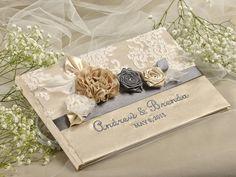 Vintage Hochzeit Gästebuch  Dieses hübsche Gästebuch hinzugefüg Ihrer Hochzeit Vintage Charme ! Das ist bestimmt eine schöne Erinnerung an diesen Tag.  Buchdecke: Satin Größe: 21 cm x 32 cm 8,5 x...