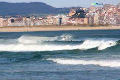 Surfing todo el dia, mar, buen viento y día precioso el 1º de mayo