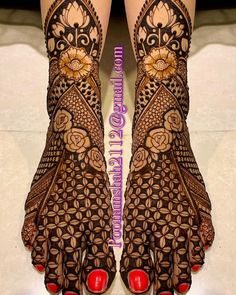 Henna is the most traditional part of weddings throughout India. Let us go through the best henna designs for your hands and feet! Arabic Bridal Mehndi Designs, Wedding Henna Designs, Mehndi Designs Feet, Mehndi Designs 2018, Mehndi Designs For Girls, Stylish Mehndi Designs, Dulhan Mehndi Designs, Mehndi Design Photos, Tattoo Designs