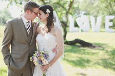 Outdoor wedding. Venue: Kindred Oaks (Austin, TX); Photography: Forever Photography (Austin, TX)