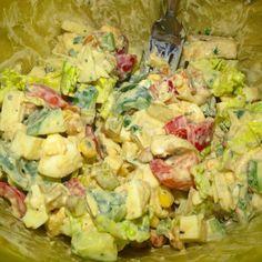 Ok schön ist echt anders aber diesen leckeren Salat will ich euch nicht vorenthalten!  einfach euer Lieblingsgemüse (bei mir Salatherzen Tomate Paprika und Gurke Lauchzwiebeln Geheimtipp: 30g Birne!) zusammen schnippeln Mozzarella und Eier dazu geben und mit gerösteten Nüssen toppen  dazu ein absolut fitnesstaugliches mega leckeres Dressing: 100g Magerquark 1TL Senf etwas Senf Kräuter Knoblauch Salz Pfeffer Paprikagewürz. Der Oberhammer!!!  wie war euer Tag? Habt ihr trainiert oder pause…