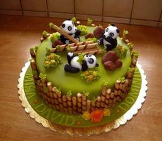 1001 ideas for choosing the best cake for kids cake decorating recipes kuchen kindergeburtstag cakes ideas Panda Bear Cake, Bolo Panda, Panda Cakes, Bear Cakes, Pretty Cakes, Cute Cakes, Crazy Cakes, Novelty Cakes, Creative Cakes
