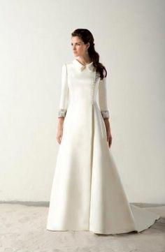 """""""Senegal"""" gown by Raimon Bundó. Royal Dresses, Mob Dresses, Fashion Dresses, Muslimah Wedding Dress, Modest Wedding Dresses, Bridal Gowns, Wedding Gowns, Temple Dress, Evening Dresses Plus Size"""
