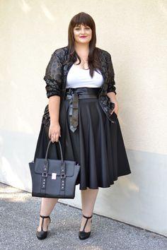 Curvy Claudia: Black & White