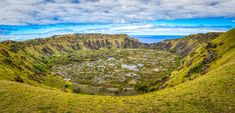 One of the most known Easter Island Volcanos in the island. Manado, Easter Island, Volcano, Golf Courses, Nature, Travel, Naturaleza, Viajes, Volcanoes