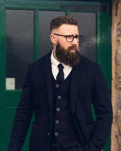 for people who love beards Beard Suit, Beard Head, Beard Styles, Hair Styles, Grey Beards, Beard Lover, Awesome Beards, Beard Tattoo, Beard No Mustache