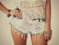 Trash To Couture diy Diy Lace Shorts, Lace Jean Shorts, Crochet Shorts, Diy Crochet, Crochet Ideas, Crochet Pattern, Pretty Outfits, Cute Outfits, Trash To Couture