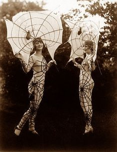 Could I love this any more??? (1920s spider girls)