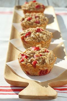 These Strawberry Banana Baked Oatmeal Singles are an easy, satisfying and fruity on-the-go breakfast. Perfect for weekdays! Just 101 calories  or 3 Weight Watchers points each! www.emilybites.com #healthy