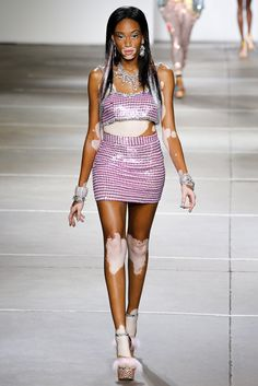 Spring 2015 Ready-to-Wear - Ashish...;) Americas next top model contestant <3 bypasses the bees <3