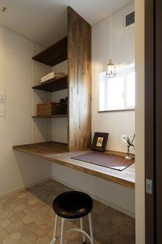 「絵本からでてきたような夢いっぱいのお家」 Japanese Home Decor, Japanese House, Tiny Office, Cocinas Kitchen, Workspace Inspiration, Bedroom Wardrobe, Cupboard Storage, Home Office Design, Kid Spaces