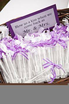 lovely idea #wedding #married #hitched #bubbles #favors