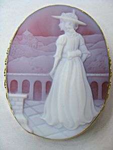AGATE CAMEO PIN. Really like this one.