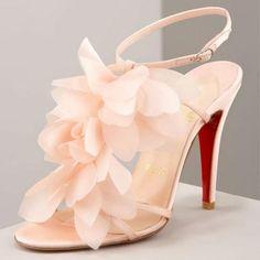 Christian Louboutin Brautschuhe mit Red Sole ♥ Chic und modische Hochzeit High Heels