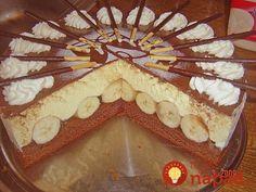Výborná tortička s banánmi a výborným krémom. Je rýchla a nesmierne dobrá.